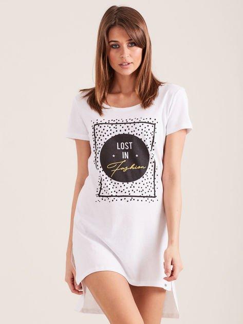 Biała koszula nocna z nadrukiem                              zdj.                              1