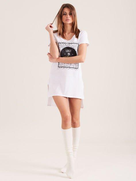 Biała koszula nocna z nadrukiem                              zdj.                              4