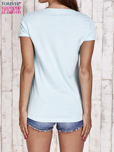 Turkusowy t-shirt damski z napisem CALIFORNICATION                                  zdj.                                  2