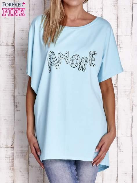 Turkusowy t-shirt z biżuteryjnym napisem AMORE                                  zdj.                                  1