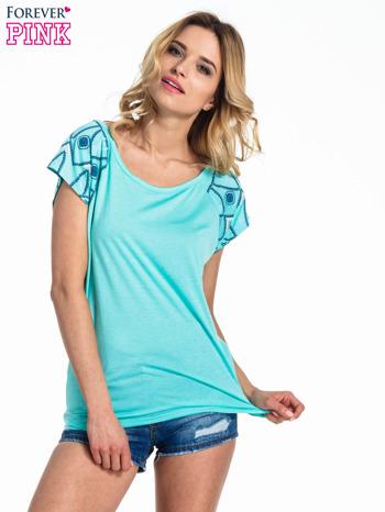 Turkusowy t-shirt z rękawkami w motyw etno                                  zdj.                                  1