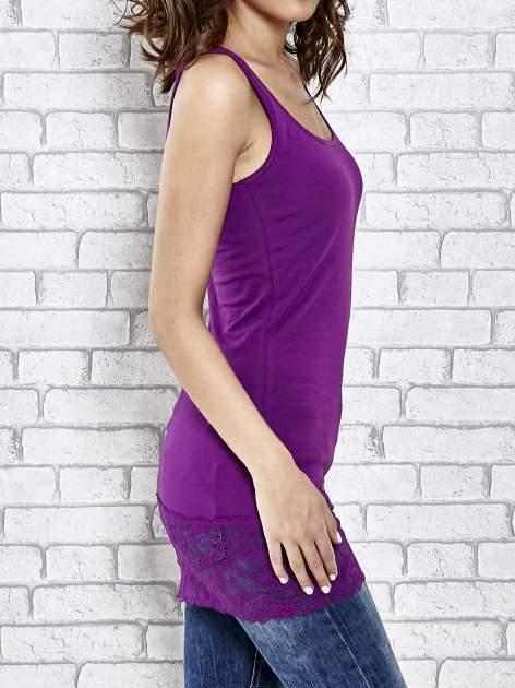 VERO MODA Purpurowy top damski z koronkowym dołem                                   zdj.                                  3
