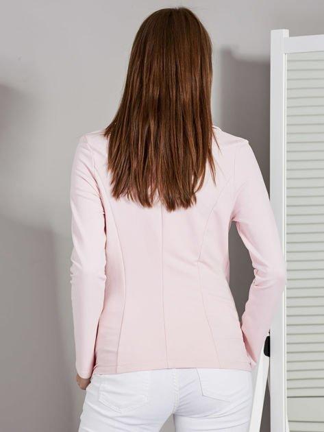 Żakiet damski z naszytymi kieszeniami różowy                              zdj.                              2