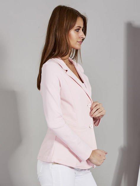 Żakiet damski z naszytymi kieszeniami różowy                              zdj.                              5