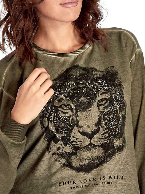 Zielona bluza z nadrukiem tygrysa i dżetami                                  zdj.                                  4