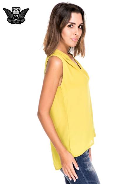 Zielona bluzka koszulowa z dekoltem V-neck                                  zdj.                                  3