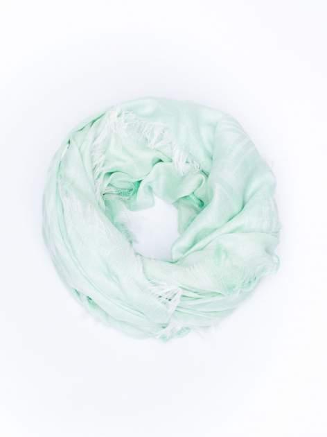 Zielona chustka w geometryczny wzór z frędzlami na końcach                                  zdj.                                  2