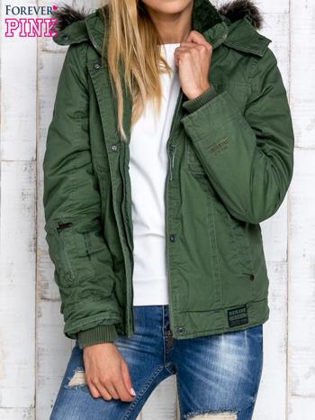 Zielona kurtka z futrzanym wykończeniem kołnierza                                  zdj.                                  7