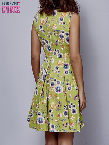 Zielona rozkloszowana sukienka w białe kwiaty                                  zdj.                                  2