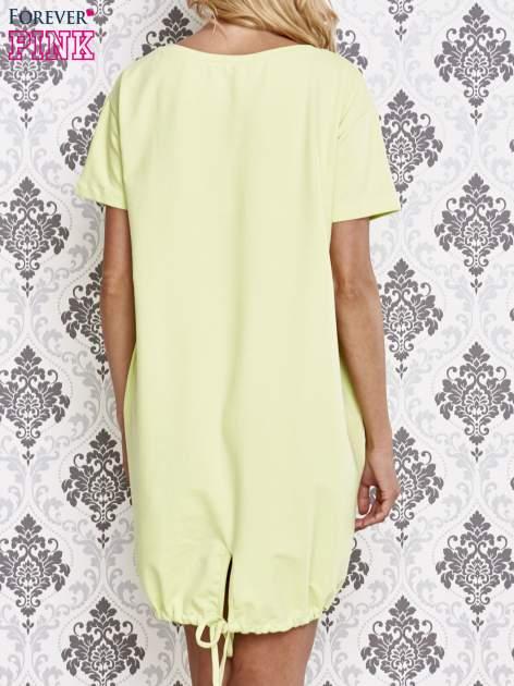Zielona sukienka dresowa ze ściągaczem na dole                                  zdj.                                  4