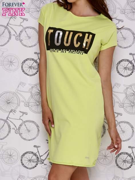 Zielona sukienka dresowa ze złotym napisem TOUCH                                  zdj.                                  3