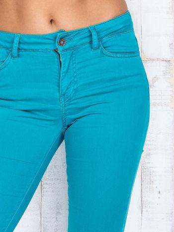 Zielone materiałowe spodnie dzwony                                  zdj.                                  4