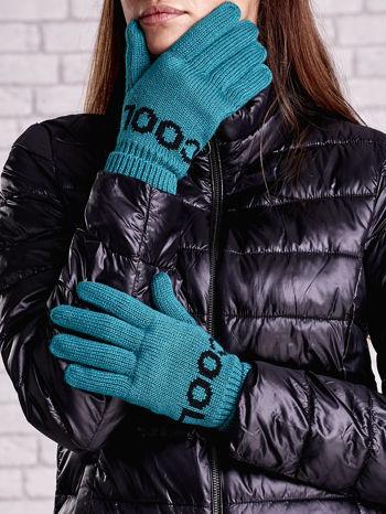 Zielone rękawiczki z napisem COOL i z wywijanym ściągaczem