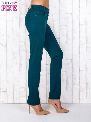 Zielone spodnie regular z kieszeniami z obu stron                                  zdj.                                  2