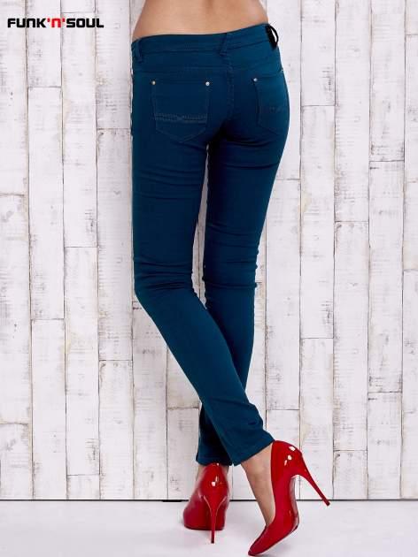 Zielone spodnie skinny ze złotymi napami                                  zdj.                                  3