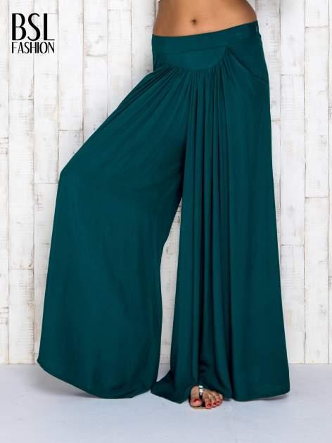 Zielone zwiewne spodnie typu culottes