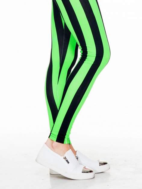 Zielono-czarne wyszczuplające legginsy w pionowe paski                                  zdj.                                  6