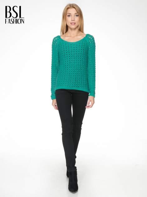 Zielony dziergany sweter z ozdobnymi oczkami                                  zdj.                                  2