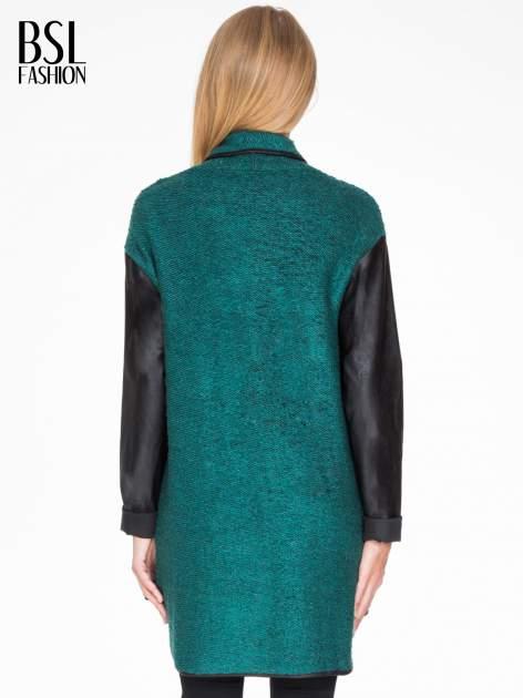 Zielony otwarty płaszcz ze skórzanymi rękawami                                  zdj.                                  4