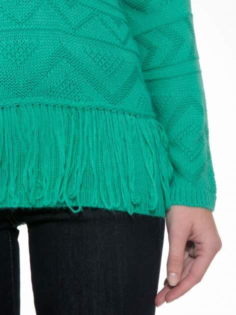 Zielony sweter w azteckie wzory z frędzlami na dole                                  zdj.                                  6
