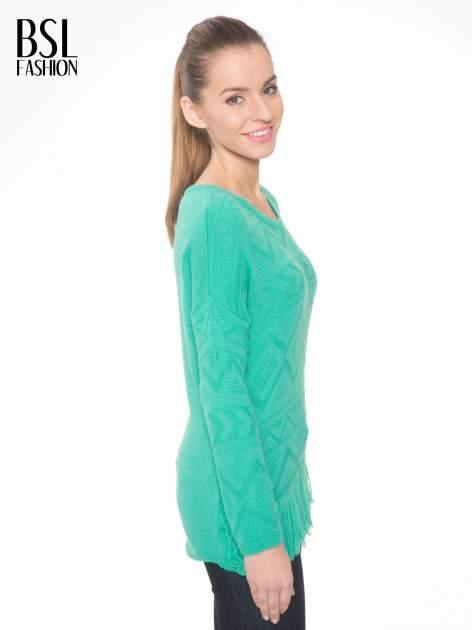 Zielony sweter w azteckie wzory z frędzlami na dole                                  zdj.                                  3
