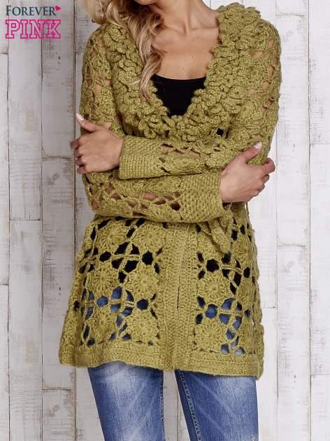 Zielony sweter  z wiązaniem w pasie                                  zdj.                                  1
