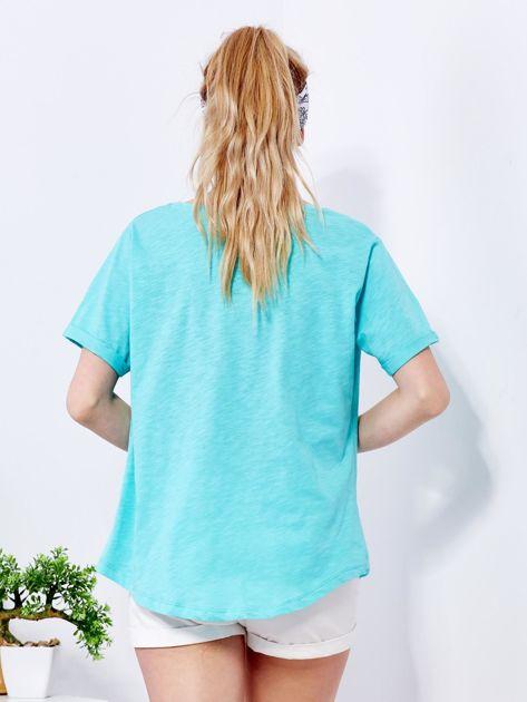 Zielony t-shirt basic z podwijanymi rękawami                              zdj.                              2