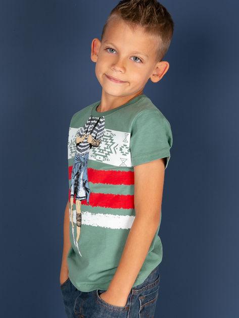 Zielony t-shirt dla chłopca z nadrukiem                              zdj.                              2