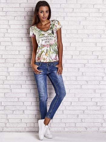 Zielony t-shirt w ananasy z egzotycznym nadrukiem i napisem                                   zdj.                                  2