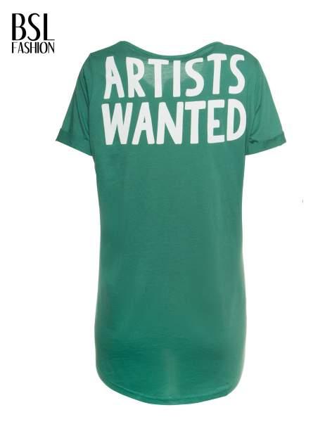 Zielony t-shirt z napisem ARTIST WANTED na plecach                                  zdj.                                  2