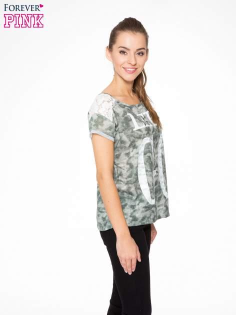 Zielony t-shirt z napisem LET'S GO i koronkowymi wstawkami                                  zdj.                                  3