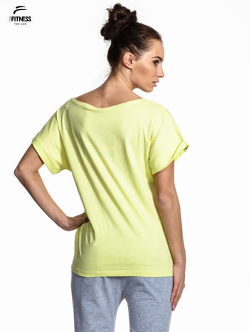 Zielony t-shirt z napisem MIND OVER BODY                                  zdj.                                  3