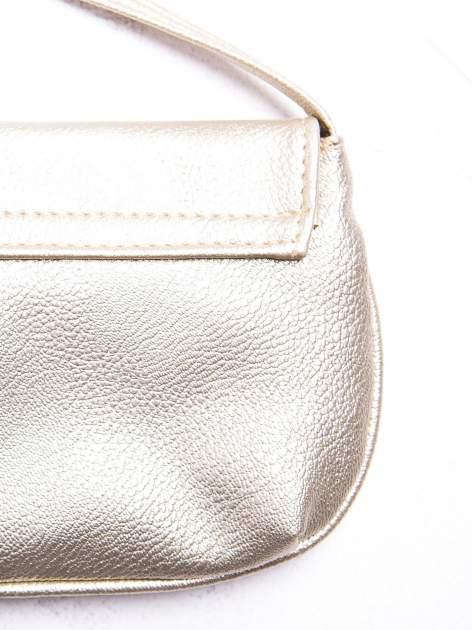 Złota mini torebka kopertówka z paskiem                                  zdj.                                  2
