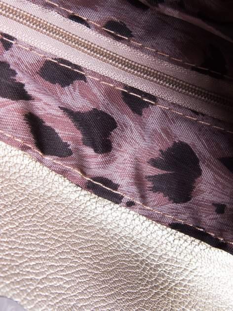 Złota mini torebka kopertówka z paskiem                                  zdj.                                  4