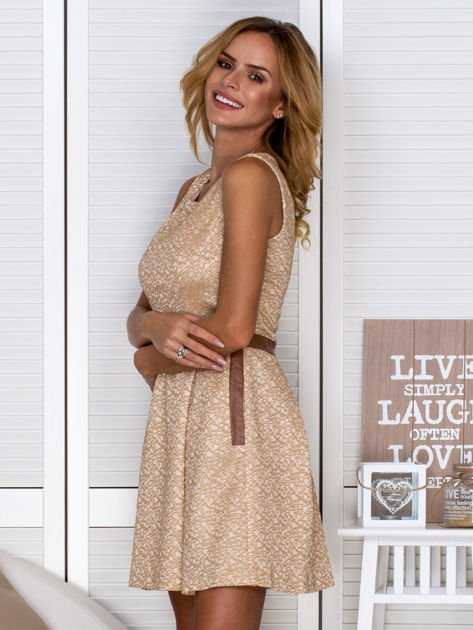 Złota sukienka koktajlowa o wyrazistej fakturze                               zdj.                              5