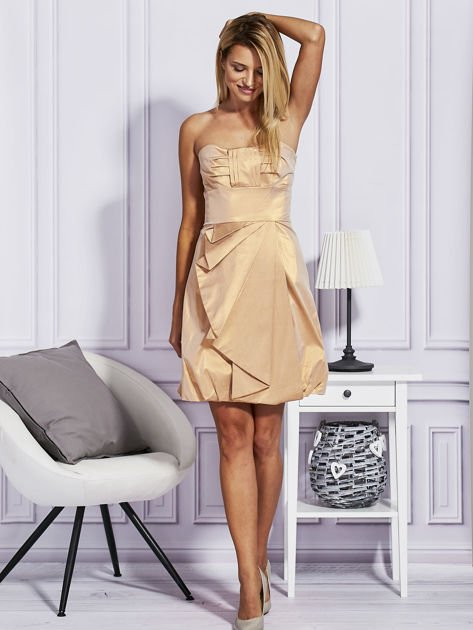 Złota sukienka z ozdobnym drapowaniem                                  zdj.                                  4