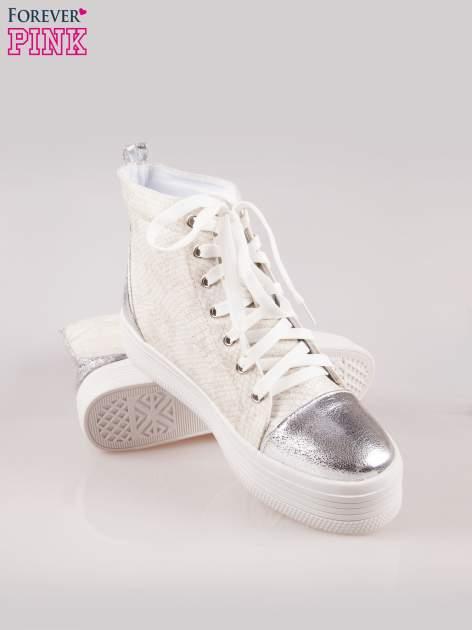 Złote wężowe sneakersy za kostkę ze srebrnym noskiem i zapiętkiem                                  zdj.                                  3