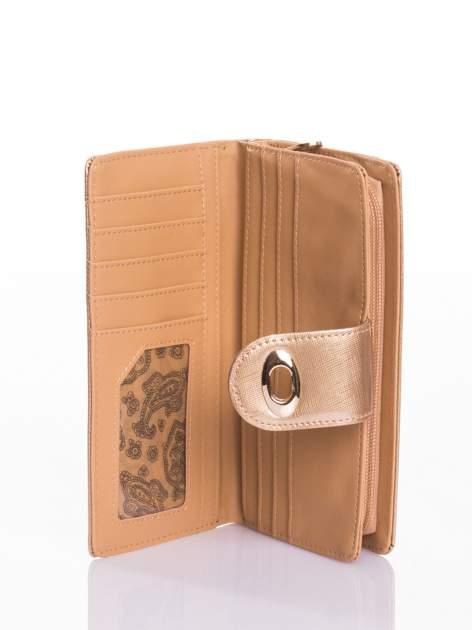 Złoty portfel ze złotym zapięciem efekt skóry saffiano                                  zdj.                                  4