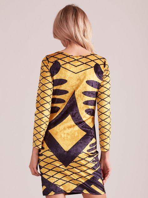 Żółta aksamitna sukienka we wzory                              zdj.                              2