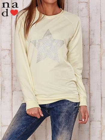 Żółta bluza z nadrukiem gwiazdy                                  zdj.                                  1