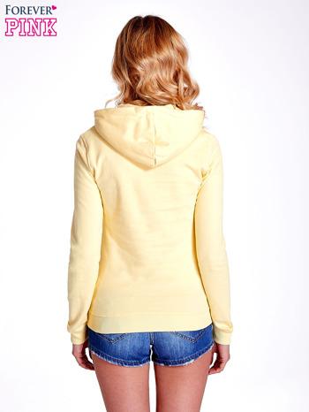 Żółta bluza z nadrukiem psa                                  zdj.                                  4
