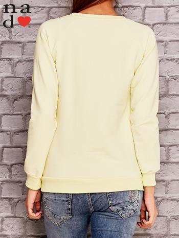 Żółta bluza z napisem CODZIENNIE BUDZĘ SIĘ PIĘKNIEJSZA                                  zdj.                                  4