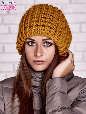 Żółta czapka z włóczki o grubym splocie                                  zdj.                                  1