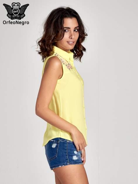 Żółta koszula bez rękawów z kolorowym haftem na górze                                  zdj.                                  4