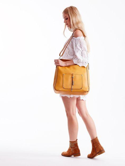 Żółta miękka torba na ramię z ćwiekami                              zdj.                              3