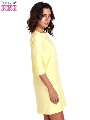 Żółta prosta sukienka z kieszeniami                                   zdj.                                  3
