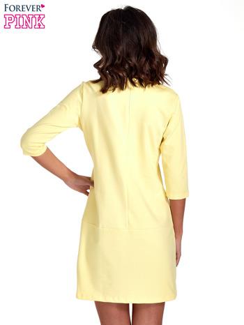 Żółta prosta sukienka z kieszeniami                                   zdj.                                  4