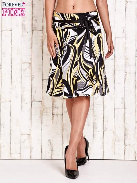 Żółta rozkloszowana spódnica w abstrakcyjny wzór                                  zdj.                                  2
