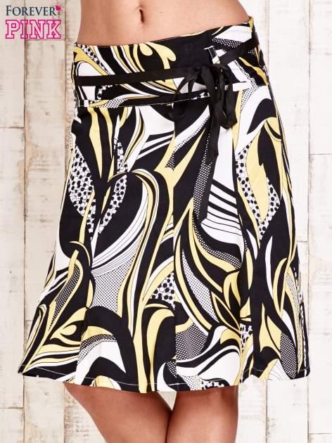 Żółta rozkloszowana spódnica w abstrakcyjny wzór                                  zdj.                                  1