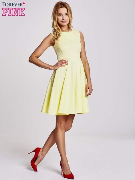 Żółta rozkloszowana sukienka w groszki                                  zdj.                                  2